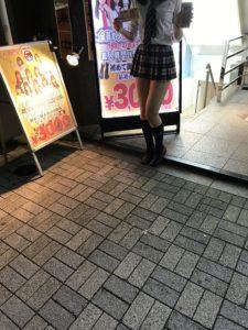 神田キャバクラ【ムーミン(mu-minn)】東京JK制服ラウンジ  ビラ配りキャスト1